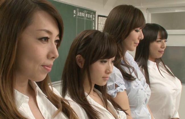 ドスケベ女教師3人が男子生徒にエッチな性活指導♡ハーレム状態でチンポを責めまくる逆3P教室SEX
