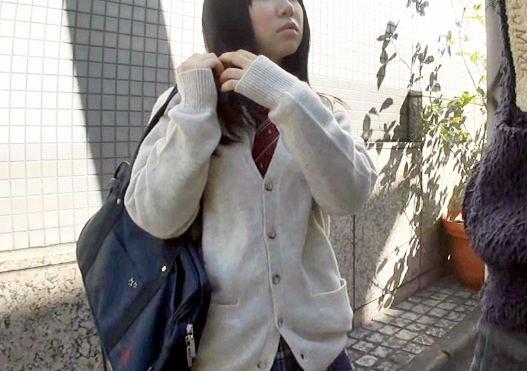 黒髪ロングの制服少女を街中でナンパゲット!早速チンポ挿入して即ハメSEXで思いっきり種付けしたったw