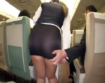 巨乳デカ尻の黒ギャルCAが機内でエロサービスww客のセクハラに悶絶してホテルでノーブラ紐パン性接待SEX