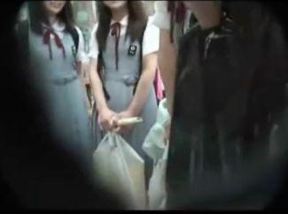 ウブな制服少女たちはエッチなことに興味津々♡修学旅行中をナンパして目の前で大人チンポをポロリから手コキさせるw