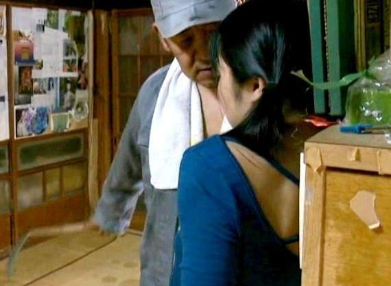 《ヘンリー塚本》田舎の制服少女の家に鎌を持ったキチガイおじさん侵入!脅迫して問答無用で犯しまくる