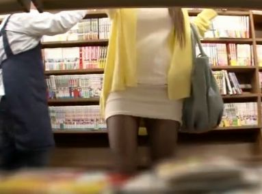 ムチムチ巨乳お姉さんを書店でロックオン!黒パンスト越しにイタズラして無理やりチンポをねじ込み膣内射精する痴漢魔