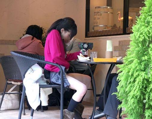 ★跡美しゅり★ローターを仕込んでいきなりスイッチON!セクシー女優がオープンカフェでビクビク悶絶しちゃうw
