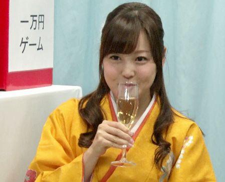 袴姿の女子大生が男友達とMM号に乗車wwお祝いエロゲームでおっぱいやマンコを晒してドスケベ体験