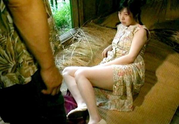 色白スレンダーの美乳美女。粗末な小屋の中で粗暴な男にめちゃくちゃ犯され悶絶絶頂<エロドラマ>
