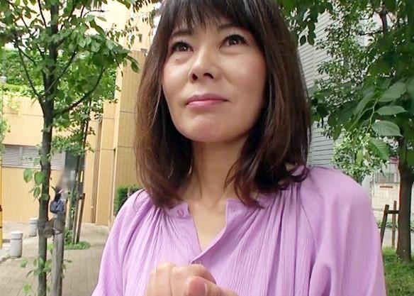 ヤリたくて我慢の限界という50歳のドスケベ奥さん。敏感乳首を刺激されたら淫乱熟女ボディをムラムラさせて即ハメモードww