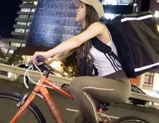 チャリで街を疾走するピタパンお姉さんをホテルに呼んで即セックス!引き締まった体が最高にエロい