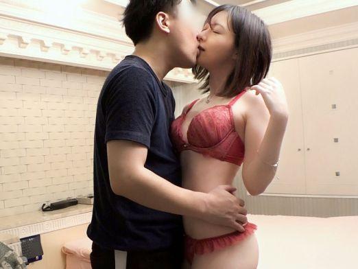 巨乳デカ尻の美少女JDが彼氏とイチャラブSEX♡下着姿でチンポを咥えて全裸になったら鬼ピストンで激しくハメまくるww