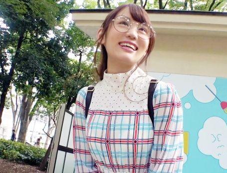 オシャレで可愛いメガネ美少女の専門学生20歳♡服の下に隠された美巨乳エロボディが即ハメSEXでビクつきながらイキまくるww