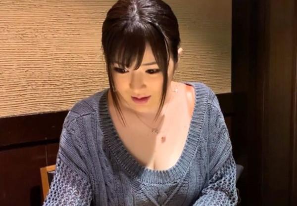 ムチムチIカップ爆乳がエロすぎるキャバ嬢お姉さん♡長舌をチンポに絡める濃厚フェラで刺激してハードSEXでハメまくる