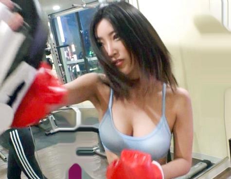キックボクシングで体を鍛えるセレブ奥さんを街角ナンパ♡すっかりご無沙汰なマンコに他人チンポを挿入したらガチ悶絶してイキまくるww