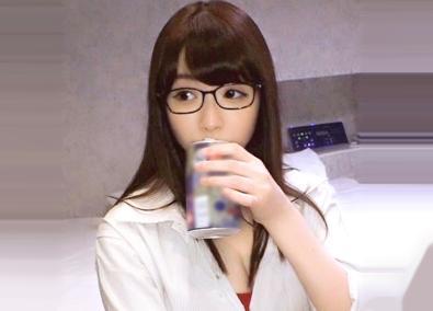 大手出版社勤務のFカップ巨乳メガネ美女が酔っ払ってムラムラ♡ヤリマン丸出しでチンポに食いついて即ハメSEXで悶絶しまくるww
