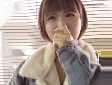とにかくSEXしたくて上京したという根っからのヤリマンwwショートヘアお姉さんの自宅にお邪魔してノリノリで即ハメSEX♡