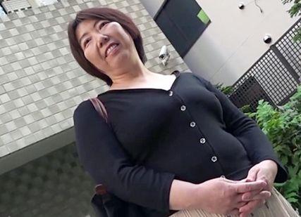 熟れた豊満ボディから大人の魅力ただよう55歳の奥さん。不倫SEXで久しく忘れていた女の歓びを思い出し他人チンポでイキまくる